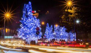 Một đoạn đường không hề thiếu ánh sáng vào dịp Giáng Sinh.